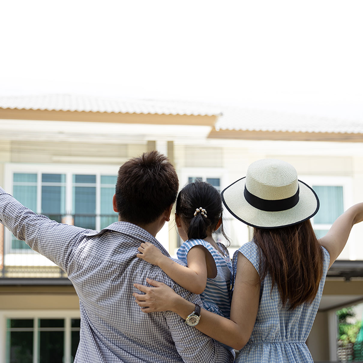 NWagencies-happy-family-real-estate