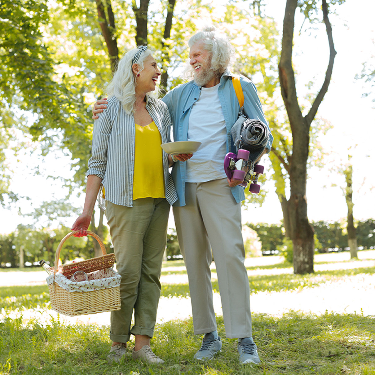 NWagencies-old-couple-after-picnic